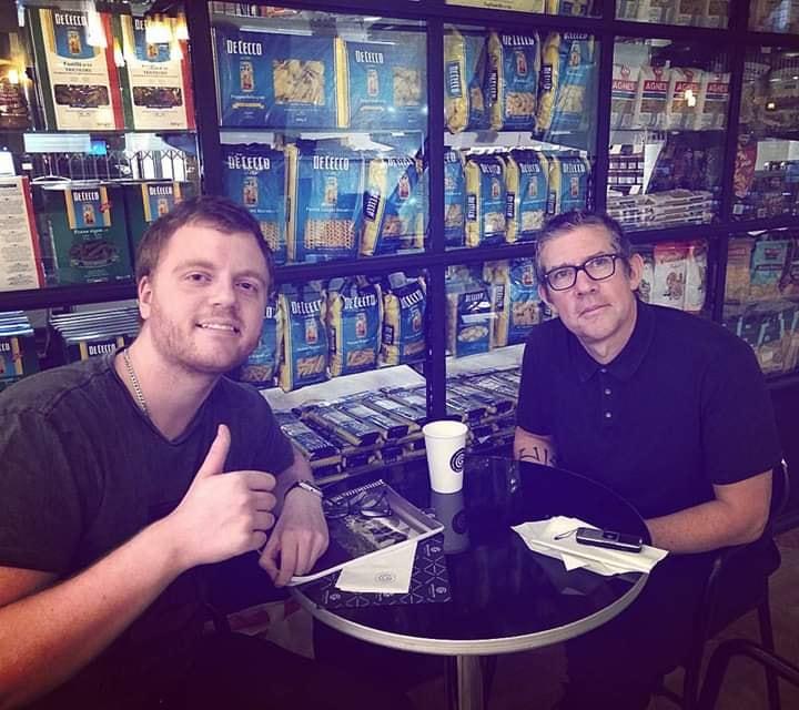 El autor junto a Eric Avery